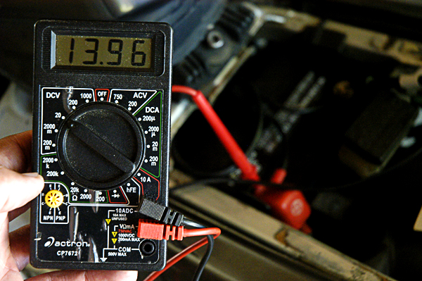 Voltmeter to check motorcycle battery