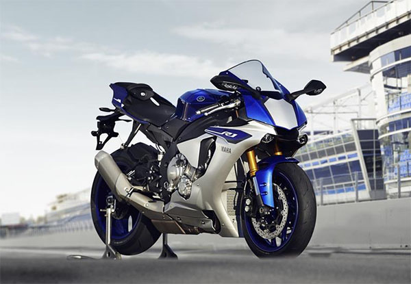 2015 Yamaha R1 review
