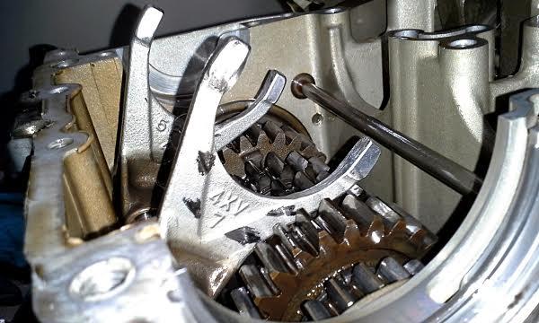 Yamaha r1 engine rebuild shift forks