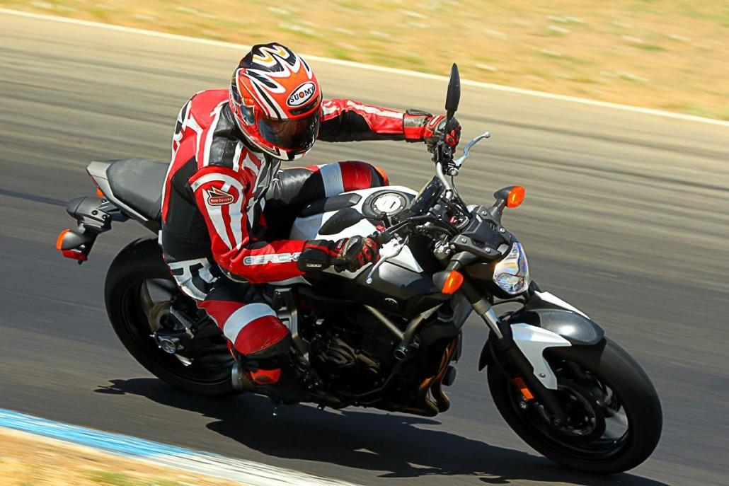 2015 Yamaha FZ-07 track riding