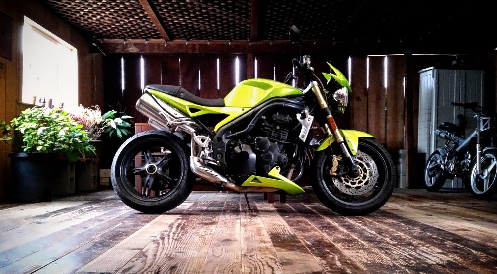 Immaculate neon green Triumph Speed Triple