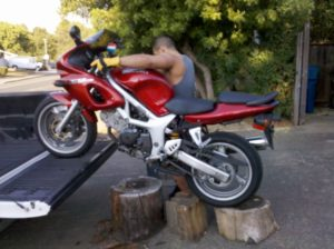 DIY ramp for loading a motorcycle using tree stumps- Don't try this at home, it may cause an accident!
